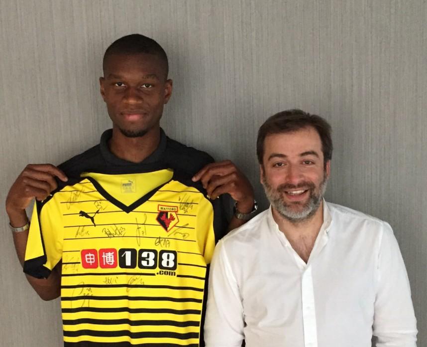 L'agent de Kabasele, Mogi Bayat, a posté cette photo de l'ex-Eupenois avec le maillot de Watford sur Twitter.